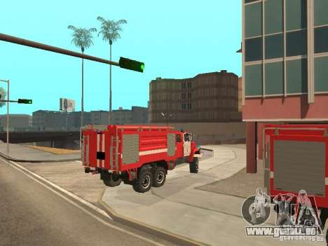 Camion de pompier ZIL pour GTA San Andreas sur la vue arrière gauche