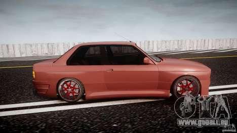 BMW E30 v8 pour GTA 4 est une vue de l'intérieur