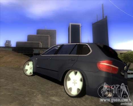 BMW X5 dubstore pour GTA San Andreas sur la vue arrière gauche