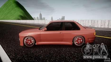 BMW E30 v8 pour GTA 4 est une gauche