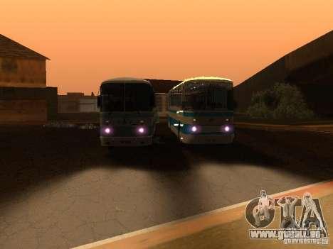 LAZ 699R pour GTA San Andreas vue de côté