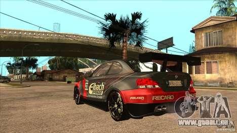 BMW 135i Coupe GP Edition Skin 2 pour GTA San Andreas sur la vue arrière gauche
