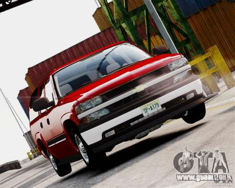 Chevrolet Suburban 2006 V1.1 CIVIL pour GTA 4 est une gauche
