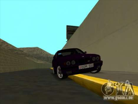 BMW M5 E34 NeedForDrive pour GTA San Andreas vue arrière