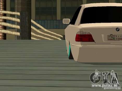 BMW 750i JDM pour GTA San Andreas sur la vue arrière gauche