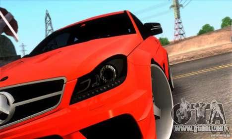 Mercedes Benz C63 AMG pour GTA San Andreas vue de dessous