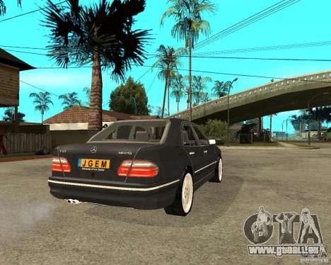 Mercedes–Benz E Class pour GTA San Andreas sur la vue arrière gauche