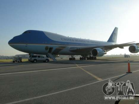 Boeing-747-400 Airforce one pour GTA San Andreas vue de dessous