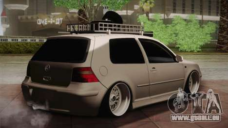 Volkswagen Golf IV Hellaflush pour GTA San Andreas sur la vue arrière gauche