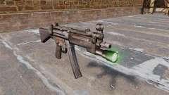 Pistolet mitrailleur HK MP5 avec lampe de poche