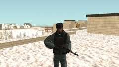 Les OMON les policiers anti-émeute en hiver unif