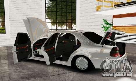 Mercedes Benz с180 pour GTA 4 Vue arrière