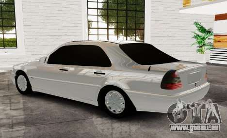 Mercedes Benz с180 pour GTA 4 est une gauche