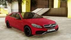 Mercedes-Benz E63 Sedan Red pour GTA San Andreas