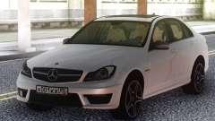 Mercedes-Benz C63 AMG W204 White pour GTA San Andreas
