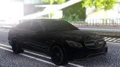 Mercedes-Benz W212 E63S pour GTA San Andreas